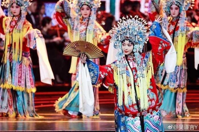 吳謹言北京電影節表演京劇戲曲造型驚艷