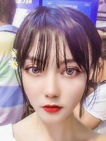 迪麗熱巴表妹參加校花比賽 五官神似表姐不輸美貌